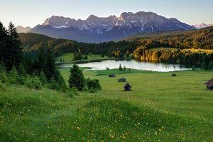 Альпійські луки і гори гималаи