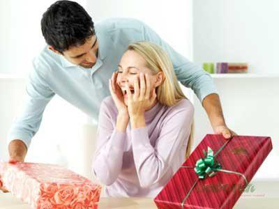 Що подарувати дівчині на новий рік?