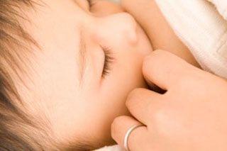 Грудне годування може зробити дитину здоровішою і розумніші