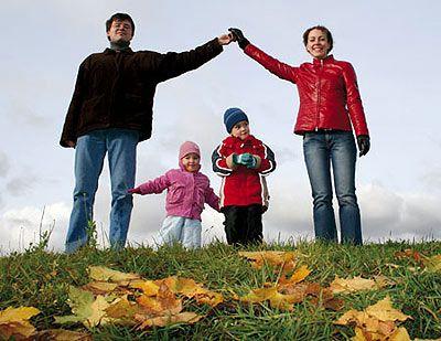 Граємо і гуляємо легко і з задоволенням. Розвиваючі ігри для дітей на вулиці
