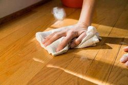 Коли краще чистити паркетні та дерев'яні підлоги?
