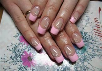 Корекція нарощених нігтів