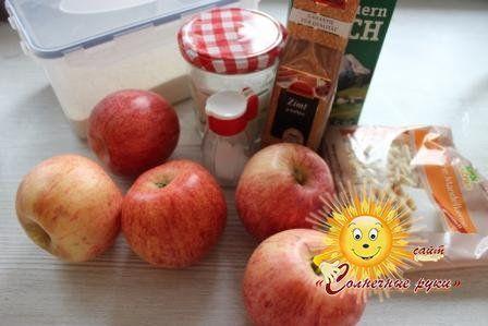 Манна каша з яблучним мусом і мигдалем