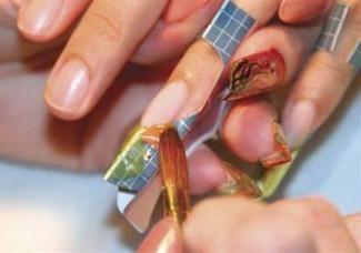 Нарощування нігтів: плюси і мінуси