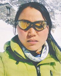 Непальська альпіністка встановила рекорд сходження на Еверест