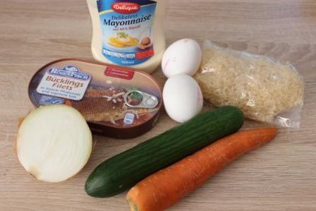 Салат з рисом і рибних консервів