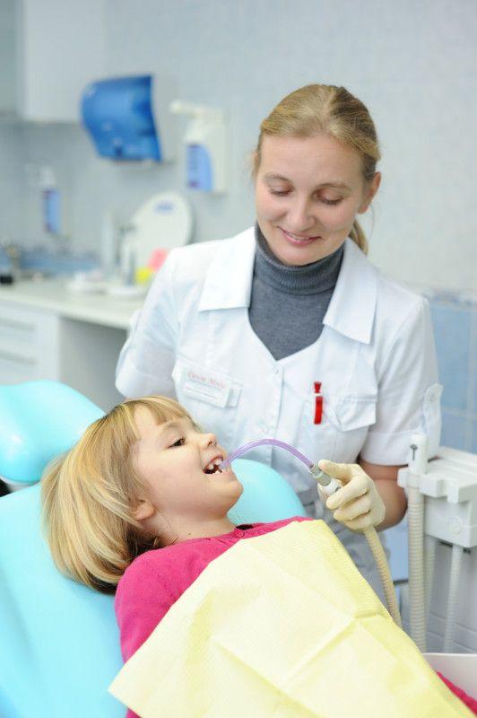 Вініри дозволяють приховати будь-які дефекти справжнього зуба