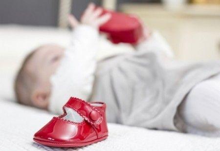 Вибираємо перше взуття для немовляти